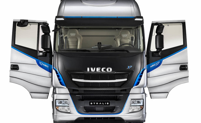 iveco-new-stralis-xp-doors_27818428296_o